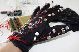 Mobile Lorm Glove el Braille digital para las tabletas y smartphones