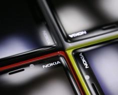 Lumia 825 con pantalla de 5,2 pulgadas y dual sim mostrado en pruebas