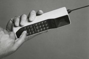 Hace 30 años se lanzó el primer telefono móvil del mundo